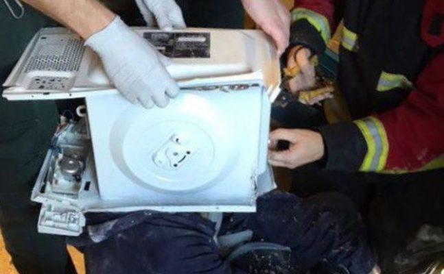 head-inside-a-microwave