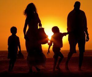Venice-beach-sunset-family-walking-_MG_1979