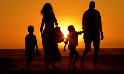 Venice-beach-sunset-family-walking-_MG_1979
